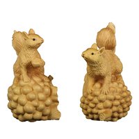 10cm Wood Squirrel figurine solid wood ornaments nut squirrels carving Art Sculpture animal Ornaments home decoration