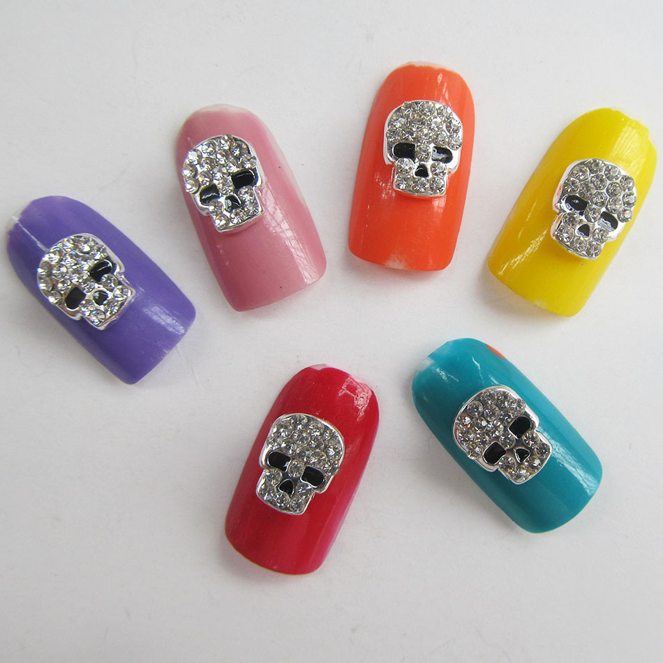 Купить с кэшбэком 10pcs Glitter Rhinestone Silver Halloween Nail Art Skull Jewelry New Arrival Alloy Nails Decorations A293