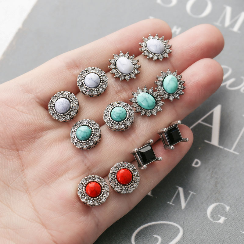 YANG&RH Vintage Fashion Stud Earrings For Women Statement