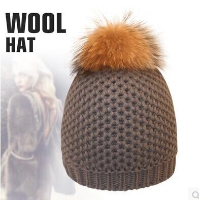 Adultos mujeres de moda Real de piel de mapache pelota pompón invierno del ganchillo caliente punto Hat Cap Beanie café negro