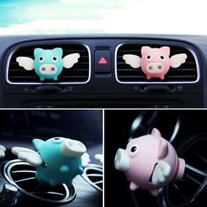 Image 3 - 자동차 향수 향수 자동 에어컨 클립 작은 돼지 펜던트 향수 환기 기관총 장식 홀더 공기 청정기