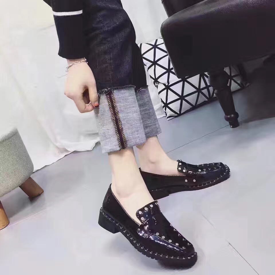 ФОТО 2017 New Arrival Women's Square Toe Rivets Fashion Dress Shoes British Style Slip on Casual Shoes Woman