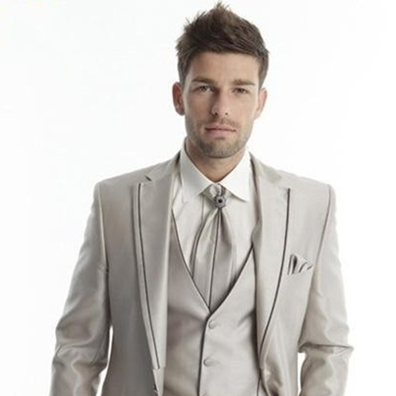 2017 Groom Tuxedos Light Champagne Groomsmen Notch Lapel Wedding Dinner Suits Best Man Bridegroom Men Suit(Jacket+Pant+Tie+Vest)
