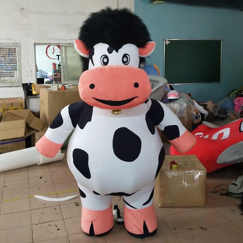 Mascotte de vache exécutant des costumes animation poupée gonflable costumes mascotte de bande dessinée
