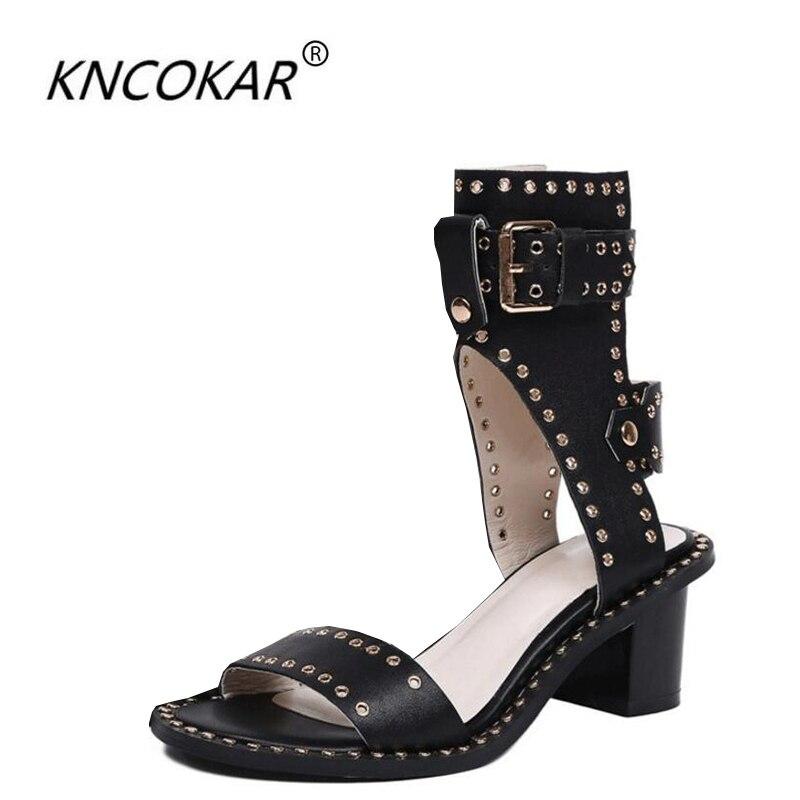 Et Beige Paire Cuir Roman Chaussures Équipée Bouton Bretelles New Avec ÉtéLe down Une noir En Sera De Rivet Sandales Un mN0n8w
