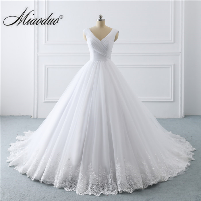 2019 Simple White Wedding Dresses Princess Long Applique
