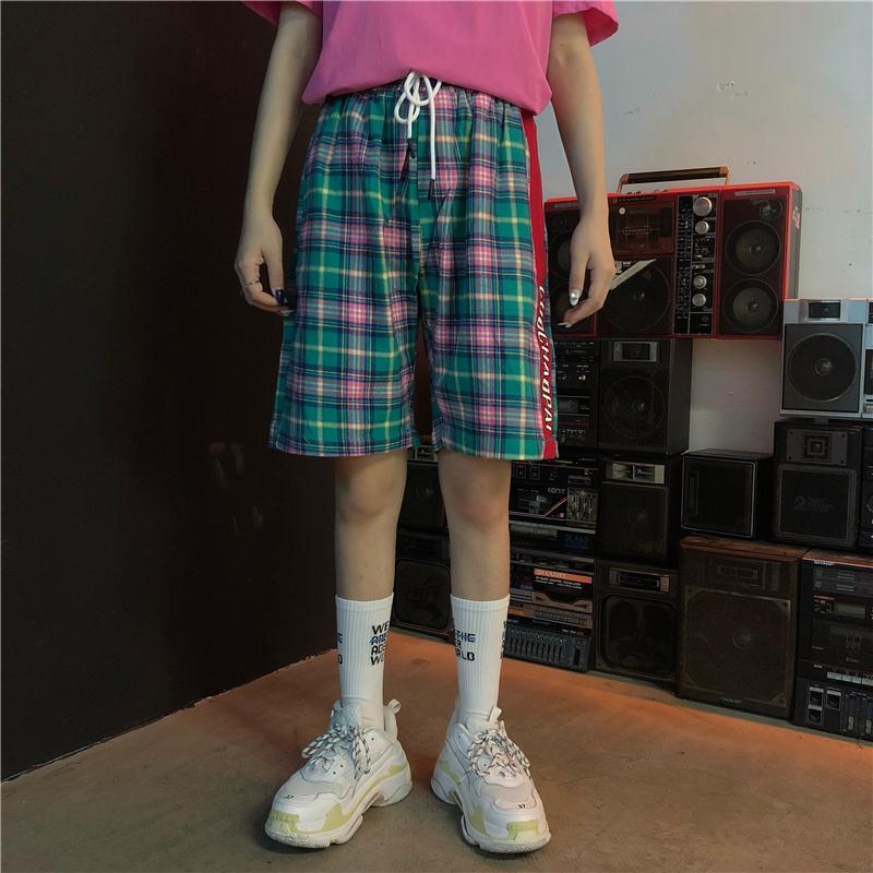 2018 Korean Summer Mens Fashion Tide Personality Lattice Hit Color Side Stripe Letter Pattern Elastic Waist Loose Shorts M-XL