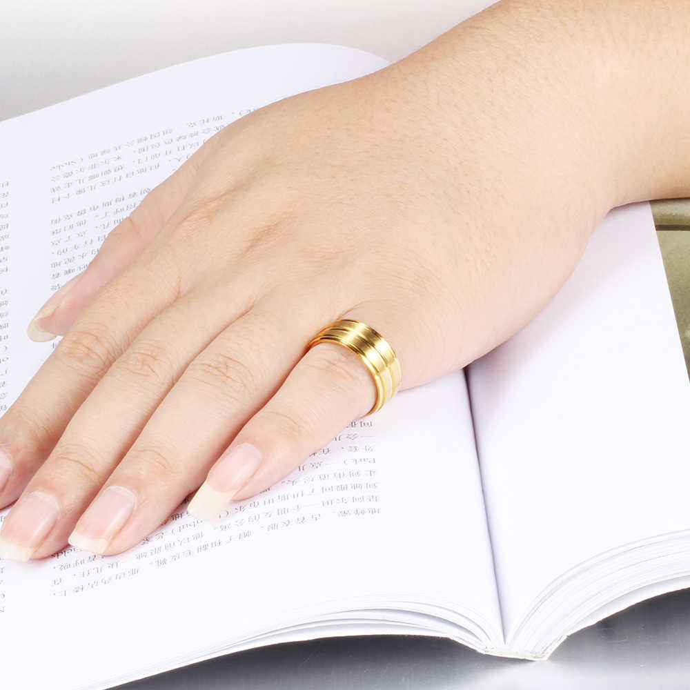 สไตล์คลาสสิกสแตนเลสแหวนผู้ชายผู้หญิงสีดำทอง-สี 8mm ความกว้างแฟชั่นแหวนแต่งงานหมั้นแหวน