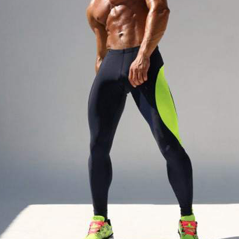 Scott disick shows off his penis in grey sweatpants