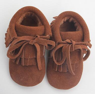 Comercio al por mayor 8 par/lote Nuevo Invierno bebé mocasines de cuero genuino suela De Goma infantil Del Bebé con cordones de Ante de La Borla de terciopelo bebé botas
