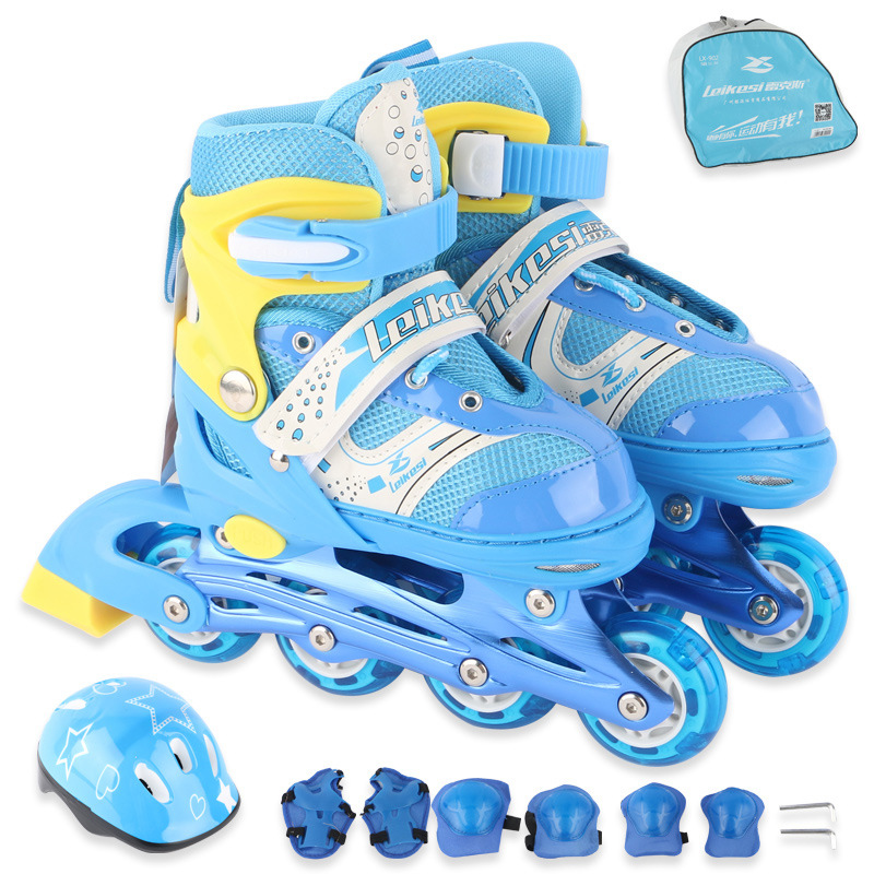цена 1 Set Children Teenagers Inline Ice Skate Shoes Helmet Protective Gear Sets Knee Protector Bag Adjustable Washable Flash Wheels