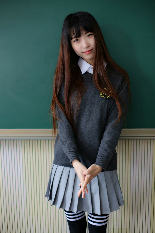 90456ea4ba S-XXL coreano uniformes de la Escuela para niñas blusa blanca suéter gris  falda de la Universidad viento lindo adolescente servicio trajes SU001