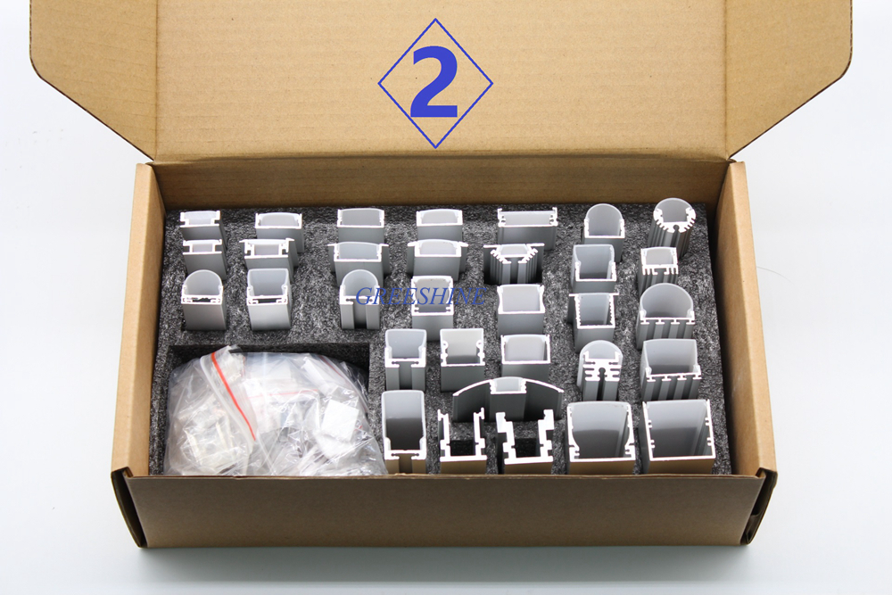Boîte à échantillons en Aluminium avec différentes tailles et formes profil en aluminium encastré pour bande led escalier d'angle en forme de L avec embouts