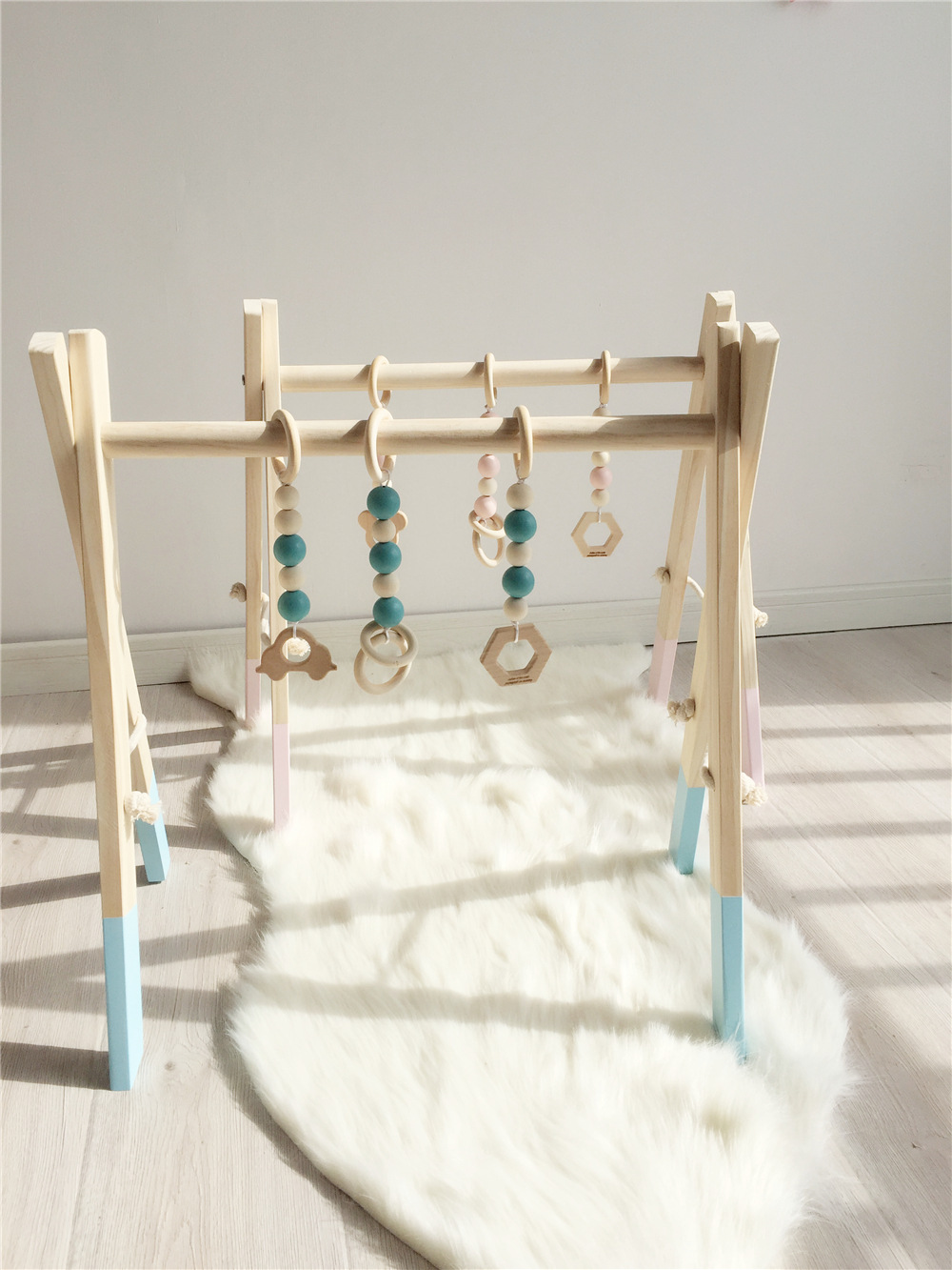 Nordique En Bois Baby Gym Avec Accessoires Jouer Gym Jouet Pépinière Décor Sensorielle de Kid Room Decor Photographie Props