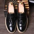 Verano de los hombres de La Vendimia de bueyes tallados gruesos zapatos estilista establece zapatos del pie masculino borla redonda
