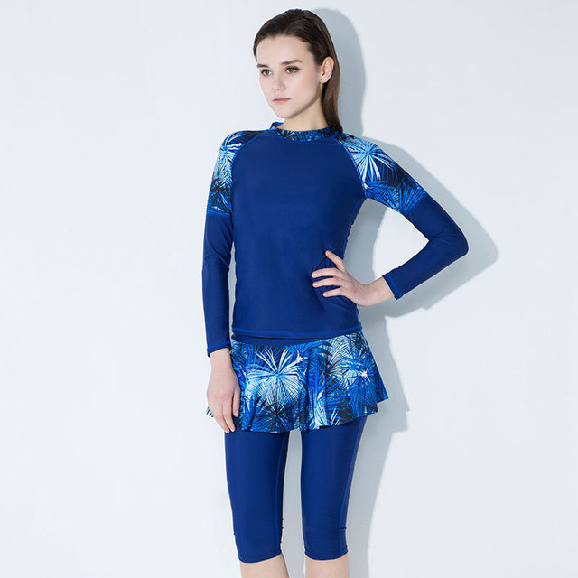 New Wetsuits Long Sleeve Rash Guard Swimwear Women Knee Length Two Piece Swimsuit  Shorts Surfing Diving Suits Plus Size Bathers 31ffd6ca5
