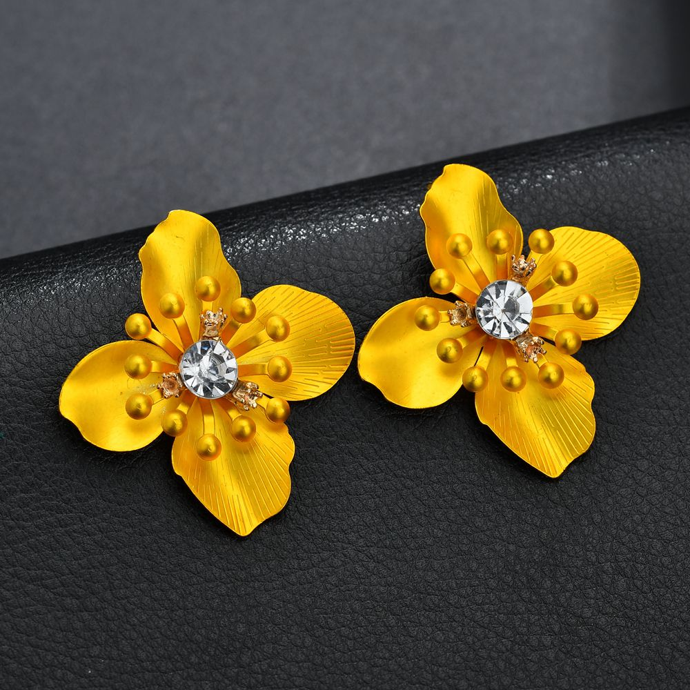 Terreau Kathy New arrival Asymmetry Stud Earrings For Women Cute Flower Statement Earrings 2018 Hot Sale ZA Jewelry wholesale