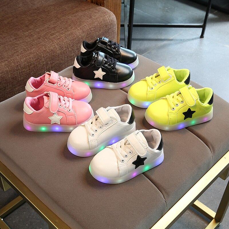 KKABBYII Niños Zapatillas de Deporte Nueva Primavera niños Colorido Led parpadeante Luz LED Niñas Zapatos Casuales Estrellas Muchachos Zapato con Luces