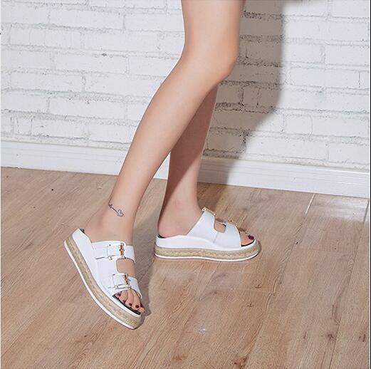 Лаконичный дизайн женская обувь черный белый тапочки пряжки украшения плоские туфли на платформе дамы удобная мода повседневная слайды