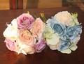 Barato Azul Púrpura Phalaenopsis seda rose broche de La Boda ramo de novia throw fleurs poignet blanc boutonniere seda