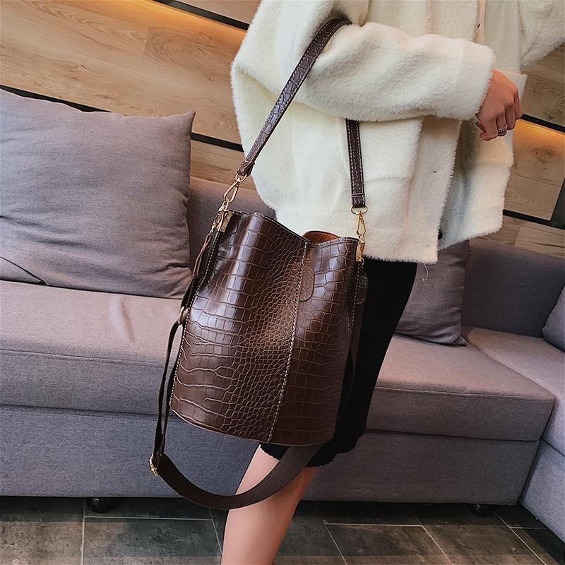 Image 3 - Casual y Alligator Bucket Bags Crocodile Women Handbag Wide Shoulder Strap Shoulder Messenger Bag Ladies Hand Bag Bolso femenino-in Shoulder Bags from Luggage & Bags