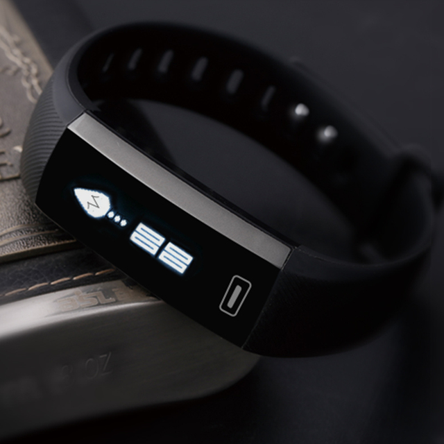 Smart fitness tracking bracelet