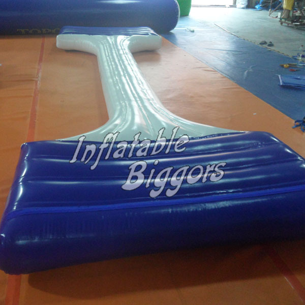 Inflatable balance beam water park game toys for adults and children