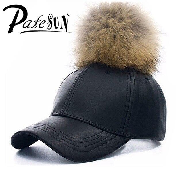 Prix pour Haute qualité marque snapback pu casquettes de baseball en cuir femelle d'hiver de fourrure chapeaux hip hop berretto pom pom vrouwen pet