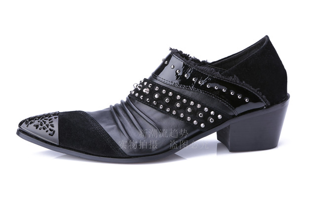 Chaussure Homme Korean Style Men Dress Shoes Metal Pointed Toe Oxfords Shoes Men Black Snakeskin Leather Loafers Studded Shoes in Formal Shoes from Shoes