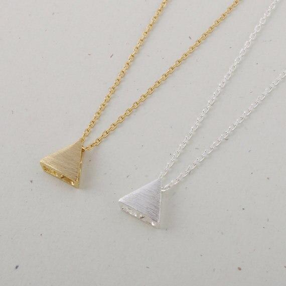 befc799e84ed Danggao moda pequeño triángulo joyería colgante collar para las mujeres  choker collar accesorio encanto oro plata color