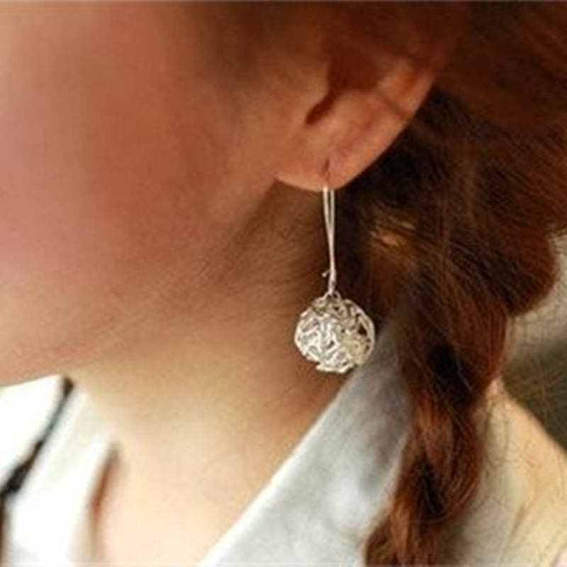 Hot Sale New Styl Korean silver plated Hollow Ball Silver Earrings --crystal shop free shipping