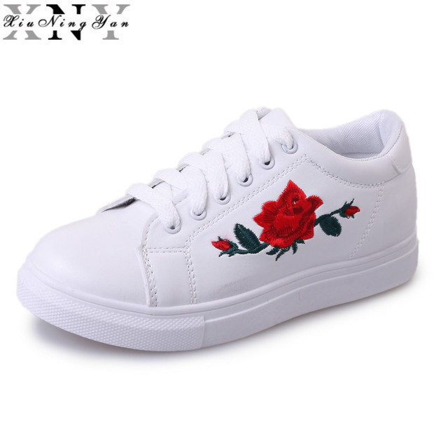 New Brand Designer Shoes Woman Fashion Rose Flower Embroider Black white  Leather Flats 2017 Women Platform Walking Shoes 192 30 1dd521e81b