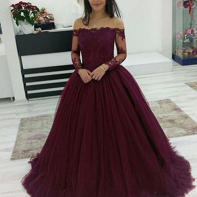 2019 Cheap Quinceanera Ball Gown Dresses Burgundy Off Shoulder Lace Applique Long Sleeves Tulle Puffy Party Prom Evening Gowns