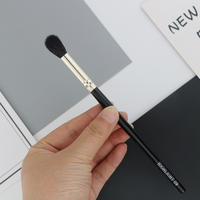 BEILI 1 Piece Goat Hair Precise blending Eye shadow Detailed small shade Single Makeup Brushes Black handle Silver ferrule 3