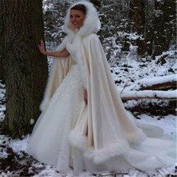 Szampański płaszcz ślubny zimowy z kapturem Faux wykończone futrem satynowa chusta peleryna peleryna Mantles Manto