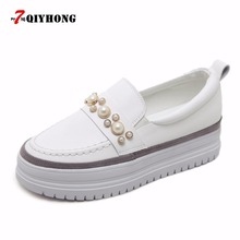 цены 2018 Spring And Autumn New Flat Shoes Muffins Thick Bottom Shoes Female Fashion Pearl Round Head Pu White Shoes Women