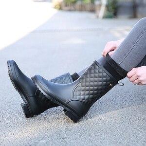 Image 3 - Herfst Regen Laarzen Vrouwen Mid Calf Water Rubber Schoenen Effen Regenachtige Laarzen Lente Casual Platte Platform Laarzen Vrouwen Schoenen Botte femme