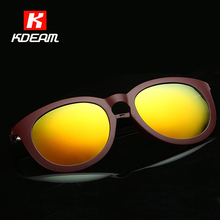 Artículos innovadores en 2016 Unisex Polarizadas gafas de Sol De Plástico de Moda de Titanio Gafas de Sol Para Los Hombres/de Las Mujeres gafas de sol KDEAM CE