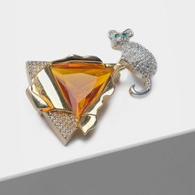 Amorita boutique Mouse and cheese design stylish geometric crystal brooch