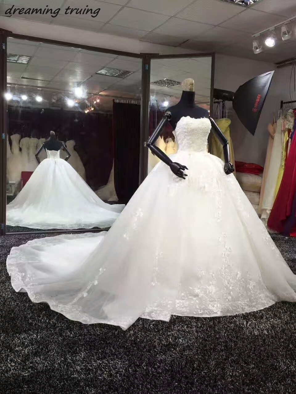DreamingTruing Lace Up Strapless Real Pictures Chapel Train Wedding Dresses With Beading Lace Appliques Bridal Gown robe mariage
