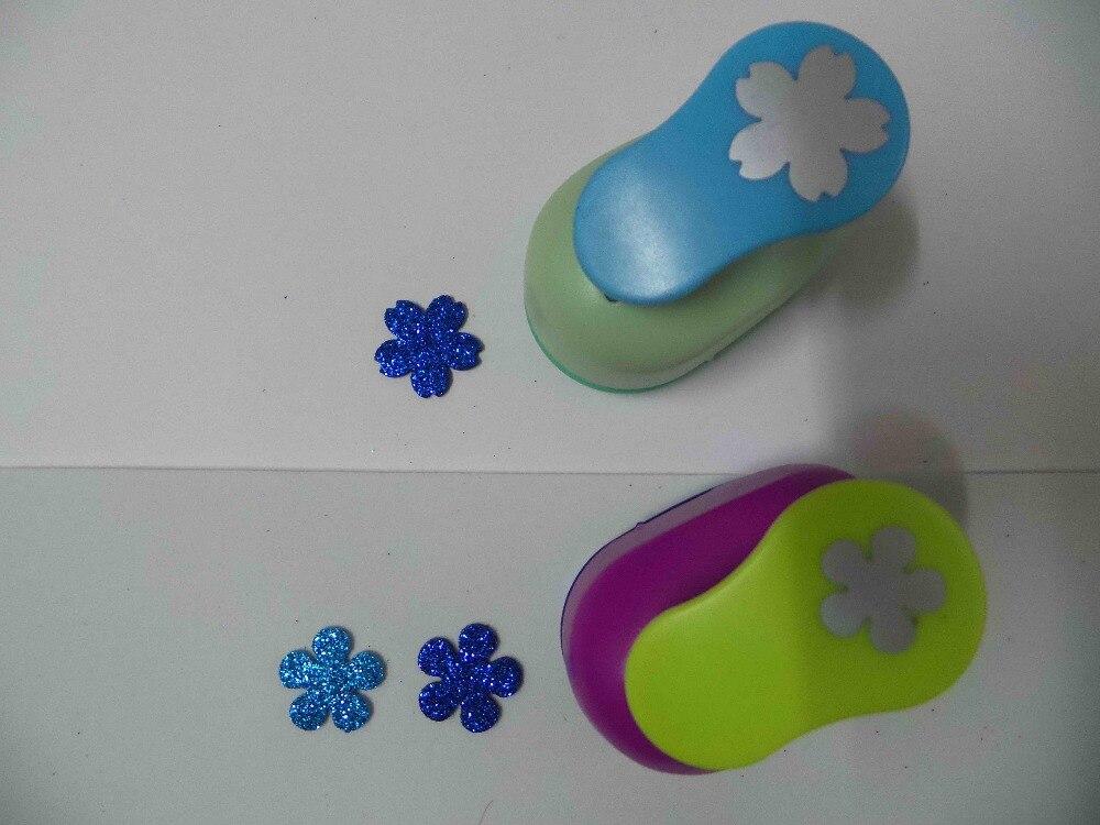 2 unids (2.5 cm) flor y forma Sakura sacador scrapbooking escuela Eva del perforador del papel del sacador