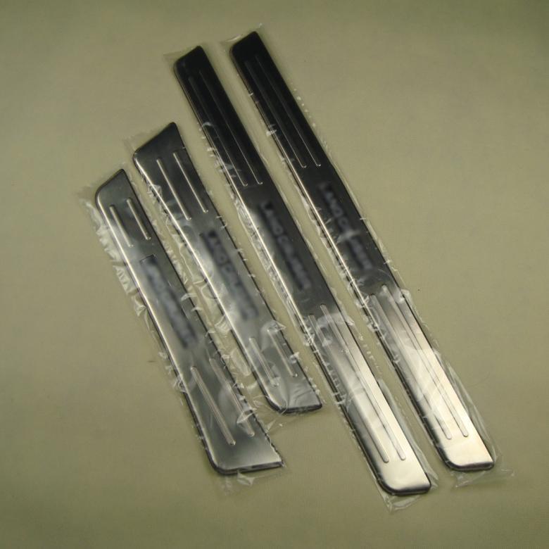 Prix pour Chorme écusson décoratif LED porte seuils seuils pour Land Cruiser 100 4700 1988-2007 car styling auto accessoires
