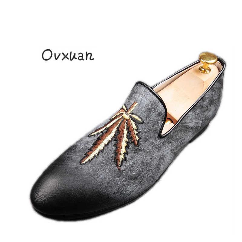 Ovxuan Nieuwe stijl mode mannen loafers borduurwerk bladgoud handgemaakte mannen Slip op schoenen party wedding mannen platte Casual Rood bodem