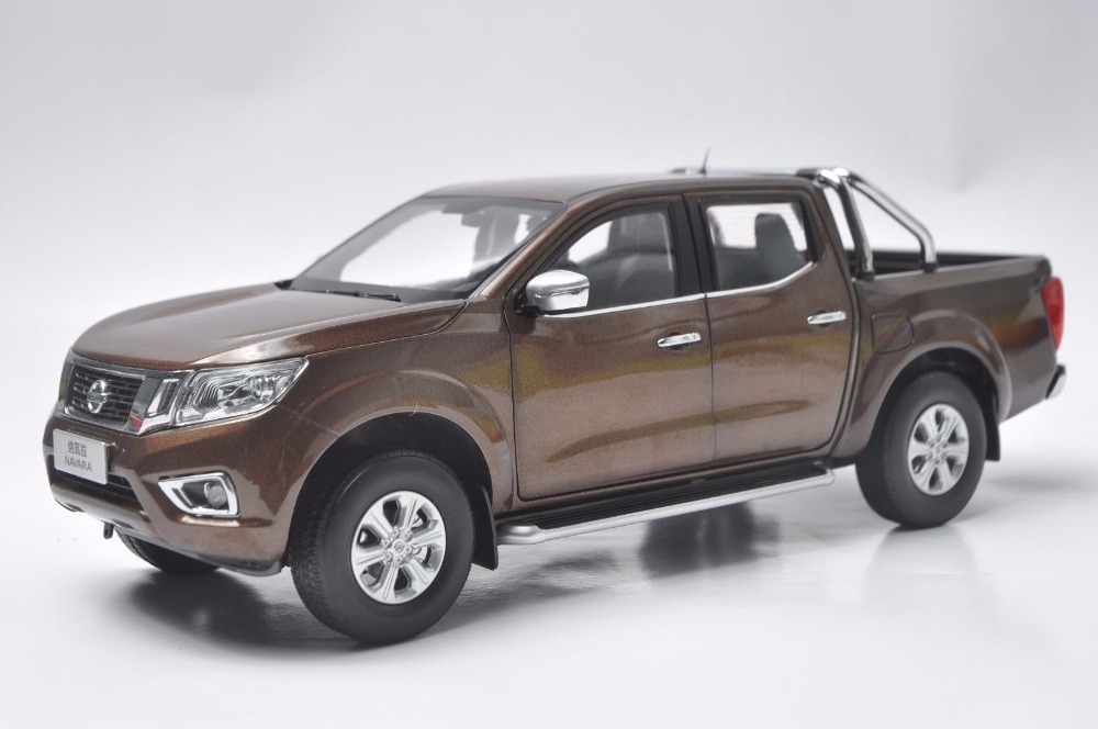 1:18 Diecast Model for Nissan Navara 2017 Brown Pickup Alloy Toy Car Miniature Collection Gifts Truck 1 18 diecast model for isuzu d max silver pickup alloy toy car miniature collection gifts d max dmax truck