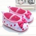 Lindo Amor Corazones Bebé Zapatos de La Princesa Con La Mariposa del nudo Del Bebé Primeros Caminante Zapatos Inferiores Suaves antideslizantes Del Niño para los Bebés