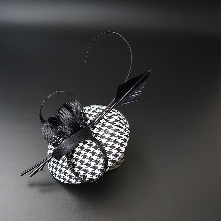 Classic Black White Grid Feather Hair Clips Feather Fascinator Hair Accessories Vintage European Fashion Derby Party Headwear women s hats and fascinators vintage sinamay sagittate feather fascinator with headband tocados sombreros bodas free shipping