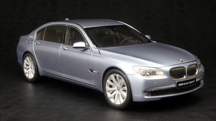The German luxury brand KYOSHO1:18 7 series hybrid version of Gao Fangzhen alloy car models collection class car model