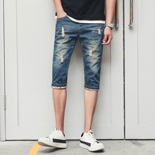 цена Jeans 2019 summer men's seven-point jeans men's fashion personality cuffs wild seven-point jeans large size 28-34 blue jeans онлайн в 2017 году