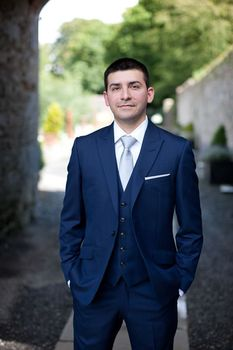 Navy Blue Mens Wedding Suits With Peak Lapel bespoke Formal Or Casual party Suit C358