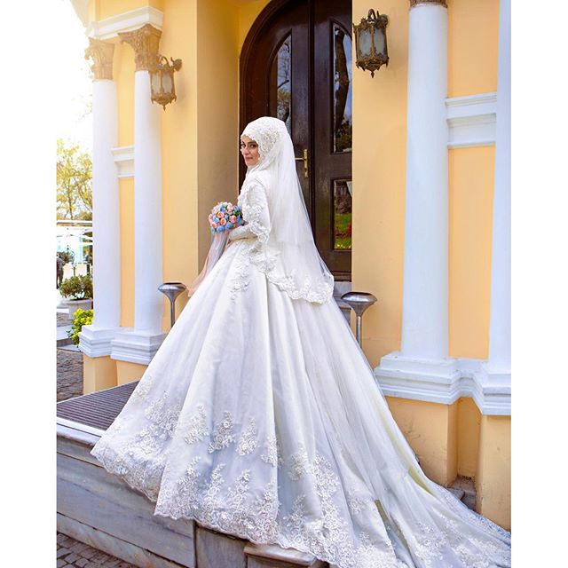 Beaded Lace Long Sleeve Muslim Wedding Dresses Bridal Gown With Hijab Veil Flowers Pearls Trouwjurk Islamic Wedding Gowns Cheap